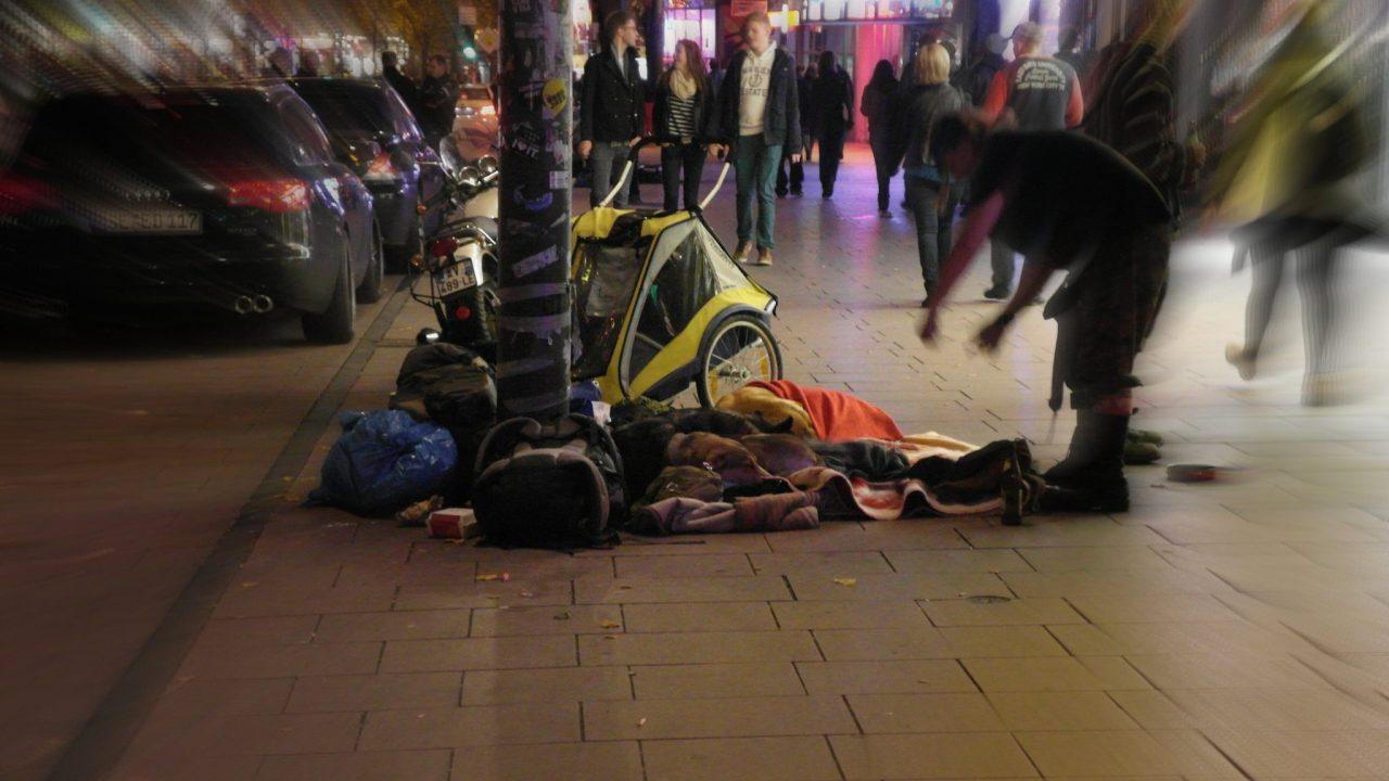 Obdachlos, Obdachlose, Obdachlosenfeindlichkeit