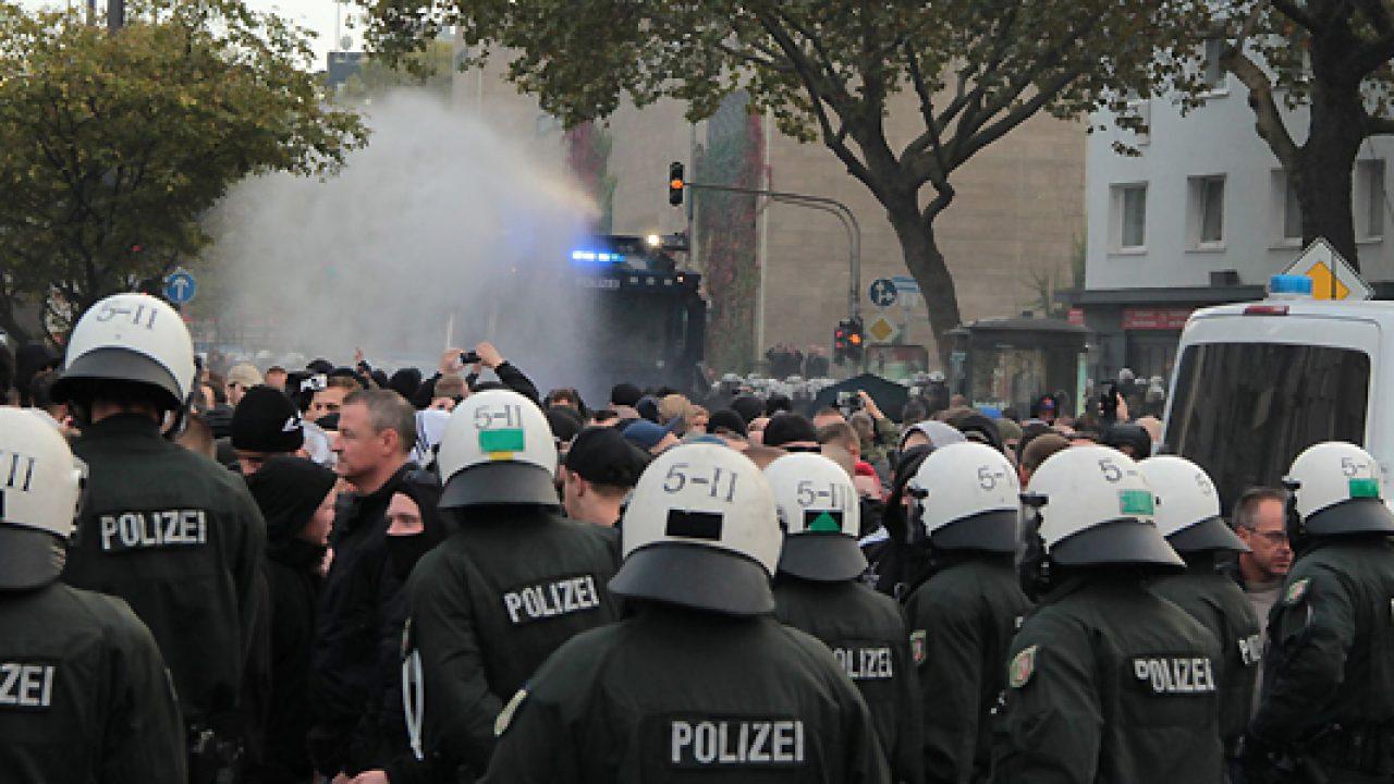 polizei-hogesa-demo-koeln-s