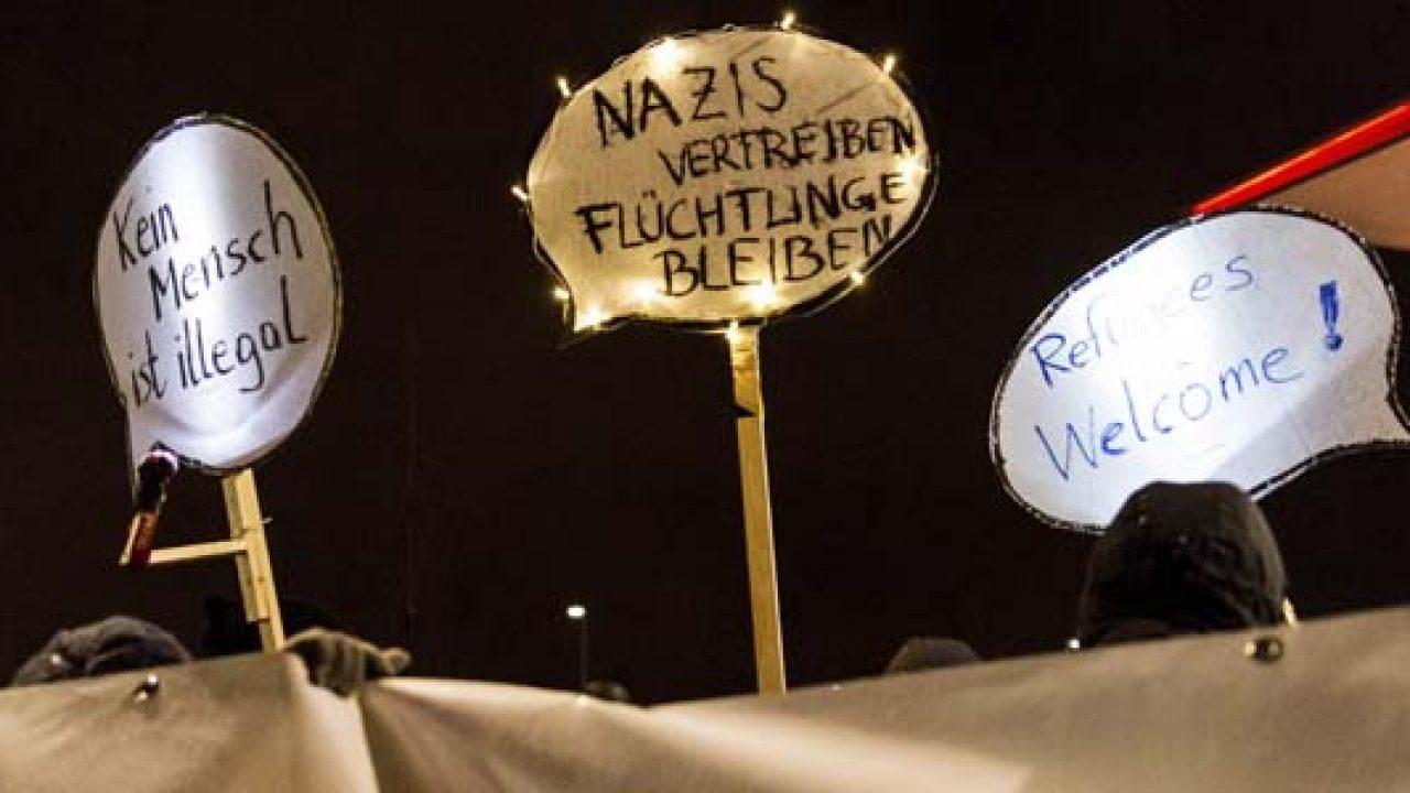 Gegenprotest zur Montagsdemo gegen Flüchtlingsunterkunft in Marzahn, Berlin