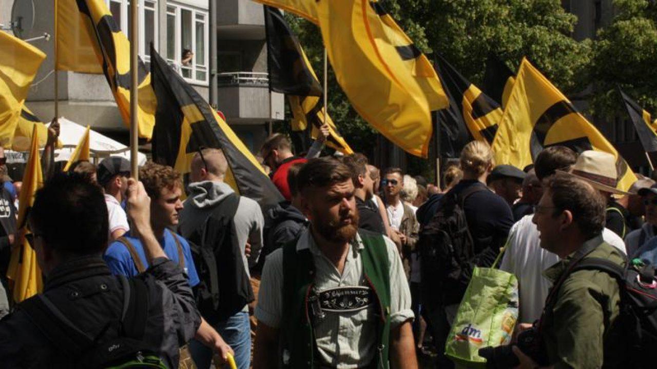 12125 Identitäre frustriert in Berlin aufmacher