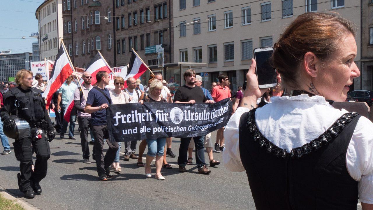 01_2018-06-30_Nuernberg_PROTEST_0060_Antisemiten-Aufmarsch_Banner