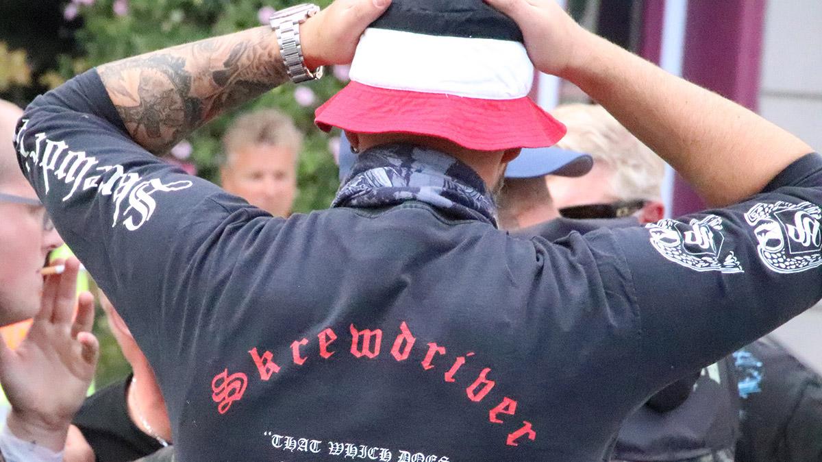Stilkritik: Nazi-Trends 2018 – Rechtsrock-Symbolik