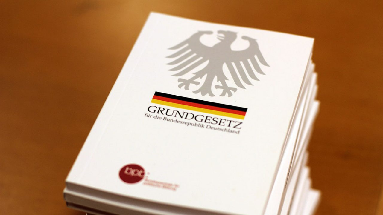 Grundgesetz Demokratie the-basic-law-2454404_1920
