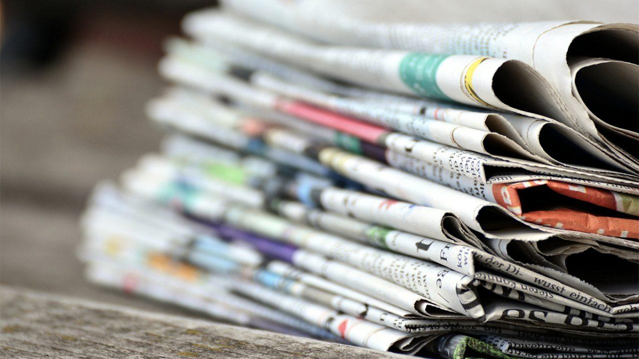 Ein Stapel Zeitungen - Symbolbild Presse