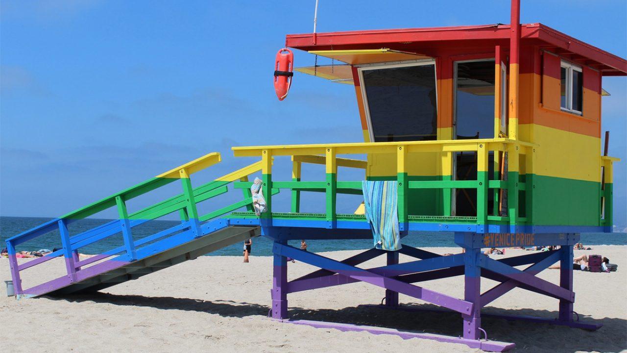 Ein Standhaus in Regenbogenfarben