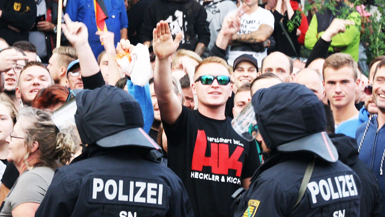 Hitlergruß 2018-08-27 Chemnitz (389)