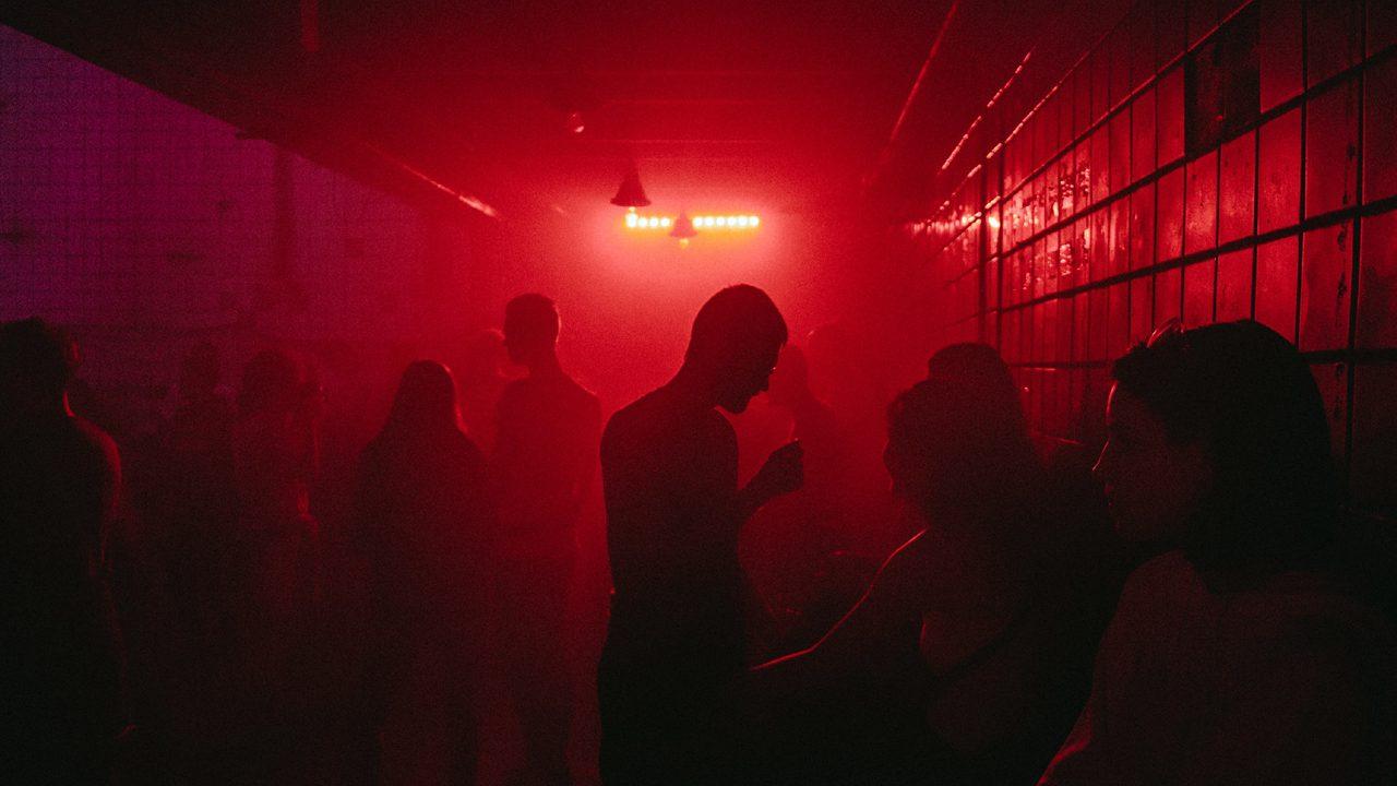 Symbolbild: Eine vernebelte Clubnacht vor der Pandemie.