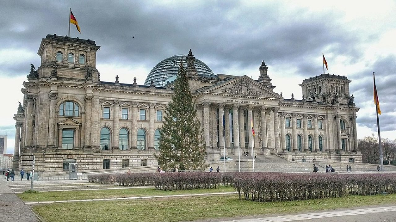 1024px-Deutscher_Bundestag_Berlin