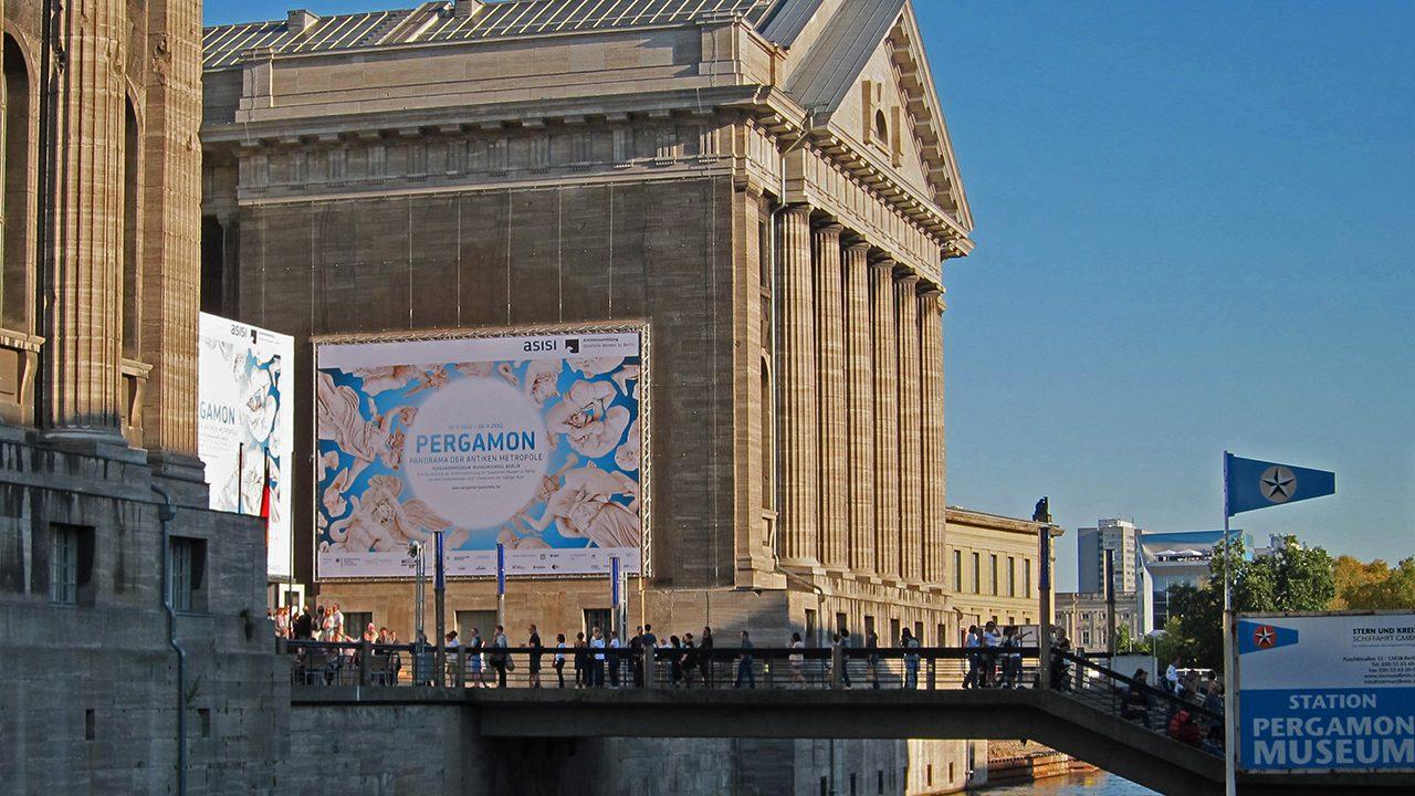 Das Pergamonmuseum lockt jährlich mehr als eine Million Menschen an - zu coronafreien Zeiten wohlgemerkt.