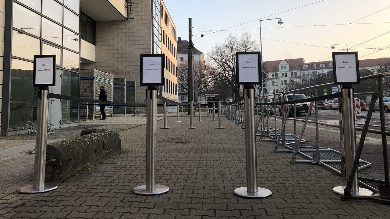 Keine Schlange vor dem Landgericht Magdeburg. Zur Urteilsverkündung am 21. Dezember sind allerdings deutlich mehr Presse und Besucher*innen erwartet.