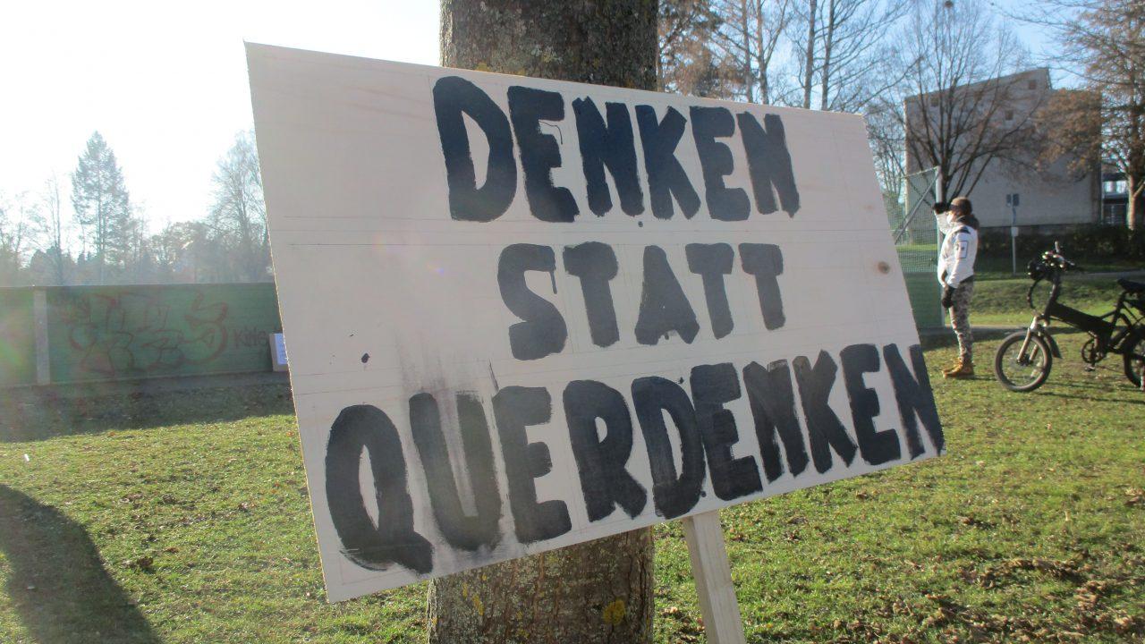 Anti-Pandemie-Leugner.28.11.20.Rottenburg.Plakat.Denken.statt.Querdenken
