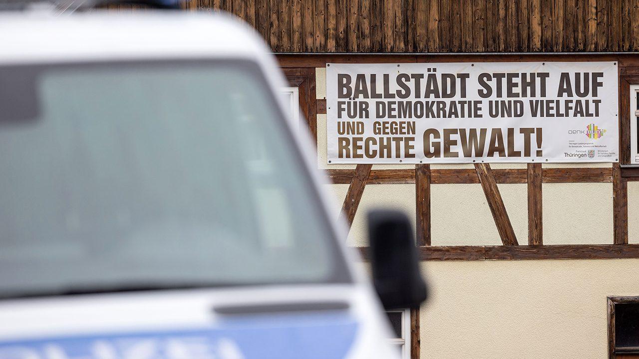 """Ballstädt, Thüringen: Angelpunkt der Bruderschaft """"Turonen"""" / """"Garde 20"""". Dort liegt der Szenetreffpunkt """"Gelbes Haus""""."""