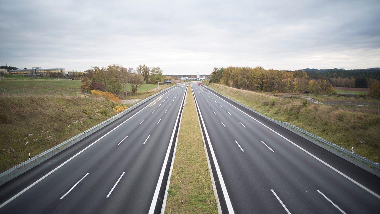 Fahren, fahren, fahren auf der Autobahn: im besten Fall aber ohne NS-Kennzeichen.