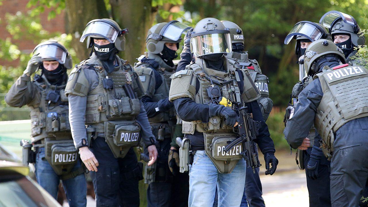 """Polizisten des Mobilen Einsatzkommandos (MEK), eine schwerbewaffnete """"Eliteeinheit"""""""