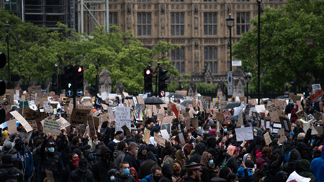 "No justice, no peace: ""Black Lives Matter""-Demonstration vor dem britischen Parlament."