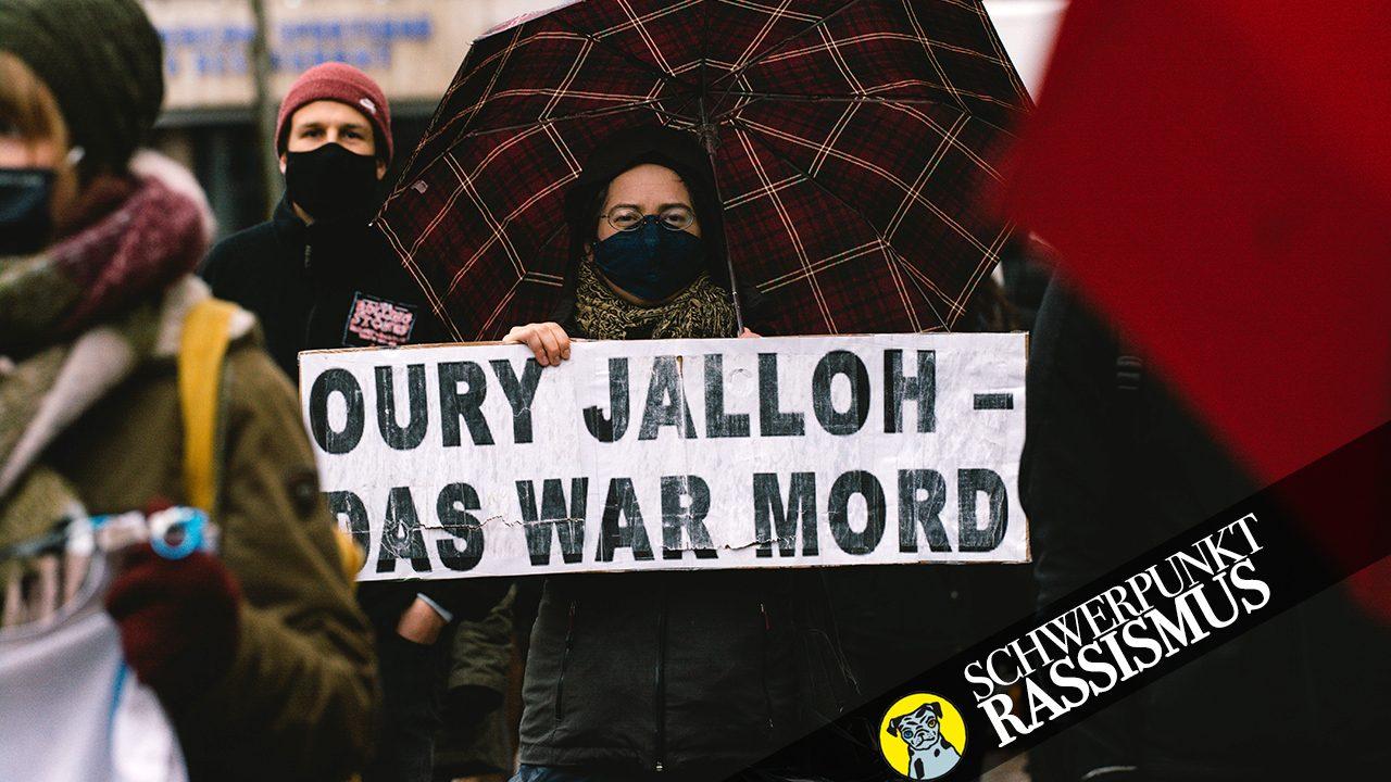 Eine Demonstration im Januar 2021 in Köln, um dem 2005 in Polizeigewahrsam verstorbenen Sierra-Leoner Oury Jalloh zu gedenken.