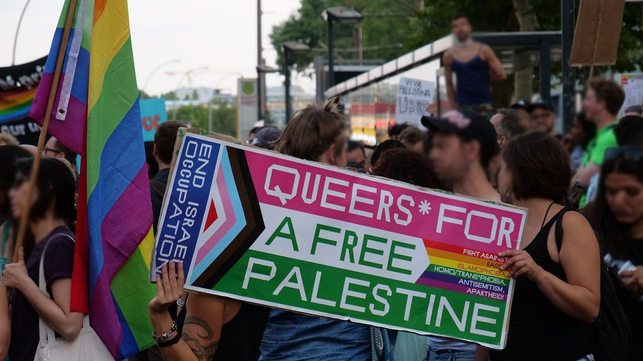 1600px-Radical_Queer_March_Berlin_27-07-2019_BDS_block_05