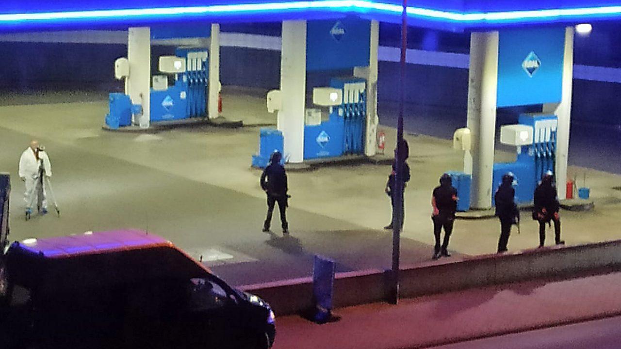 Bewaffneter erschießt Angestellten einerTankstelle