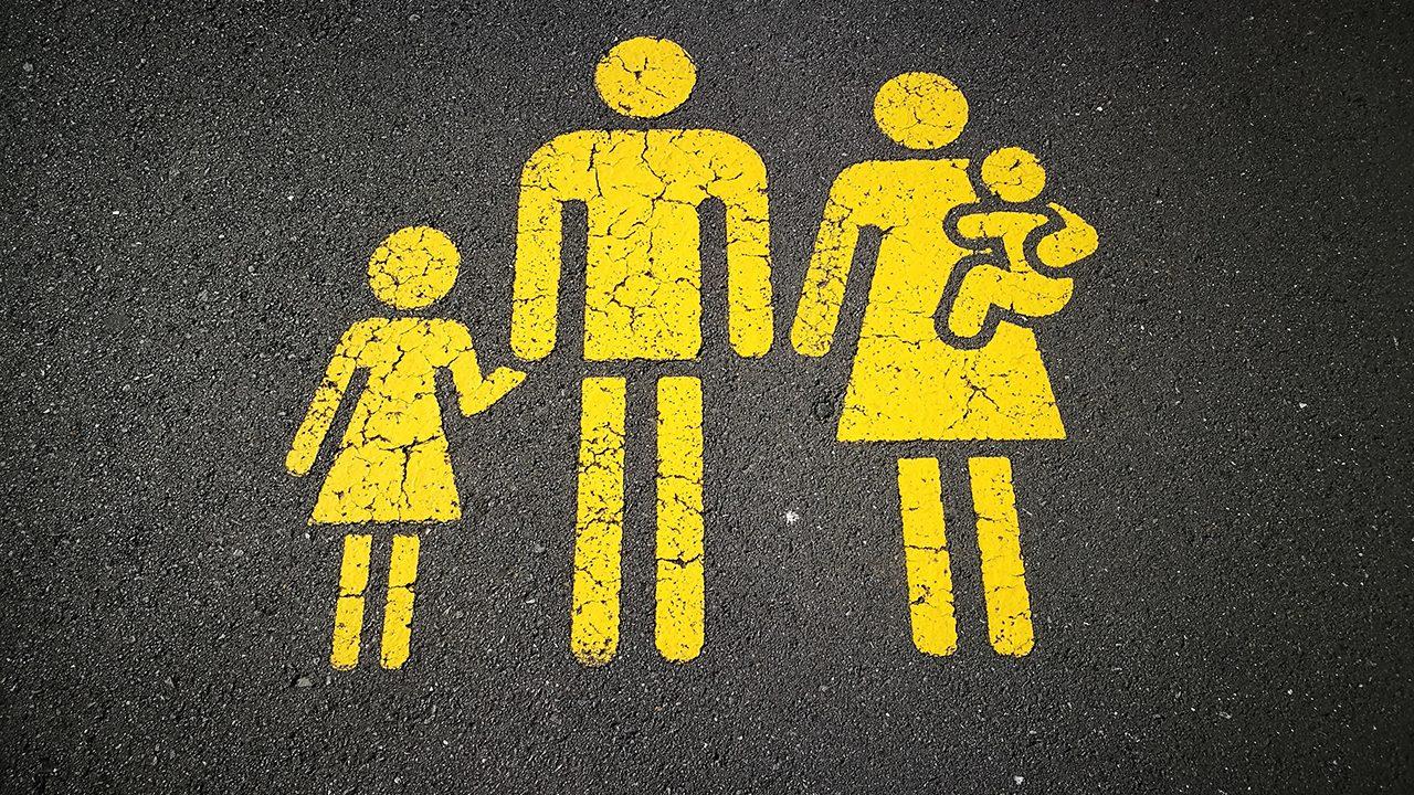 """Der Mann als """"Beschützer"""" der heteronormativen Kleinfamilie. Doch die """"Neuen Rechten"""" sieht diese Männlichkeitsvorstellung in Gefahr"""